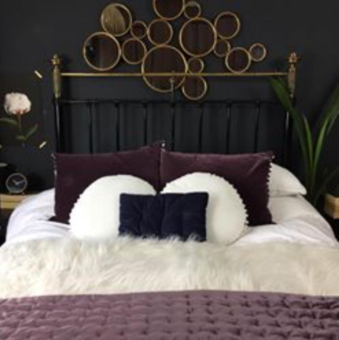 dark bedroom decor