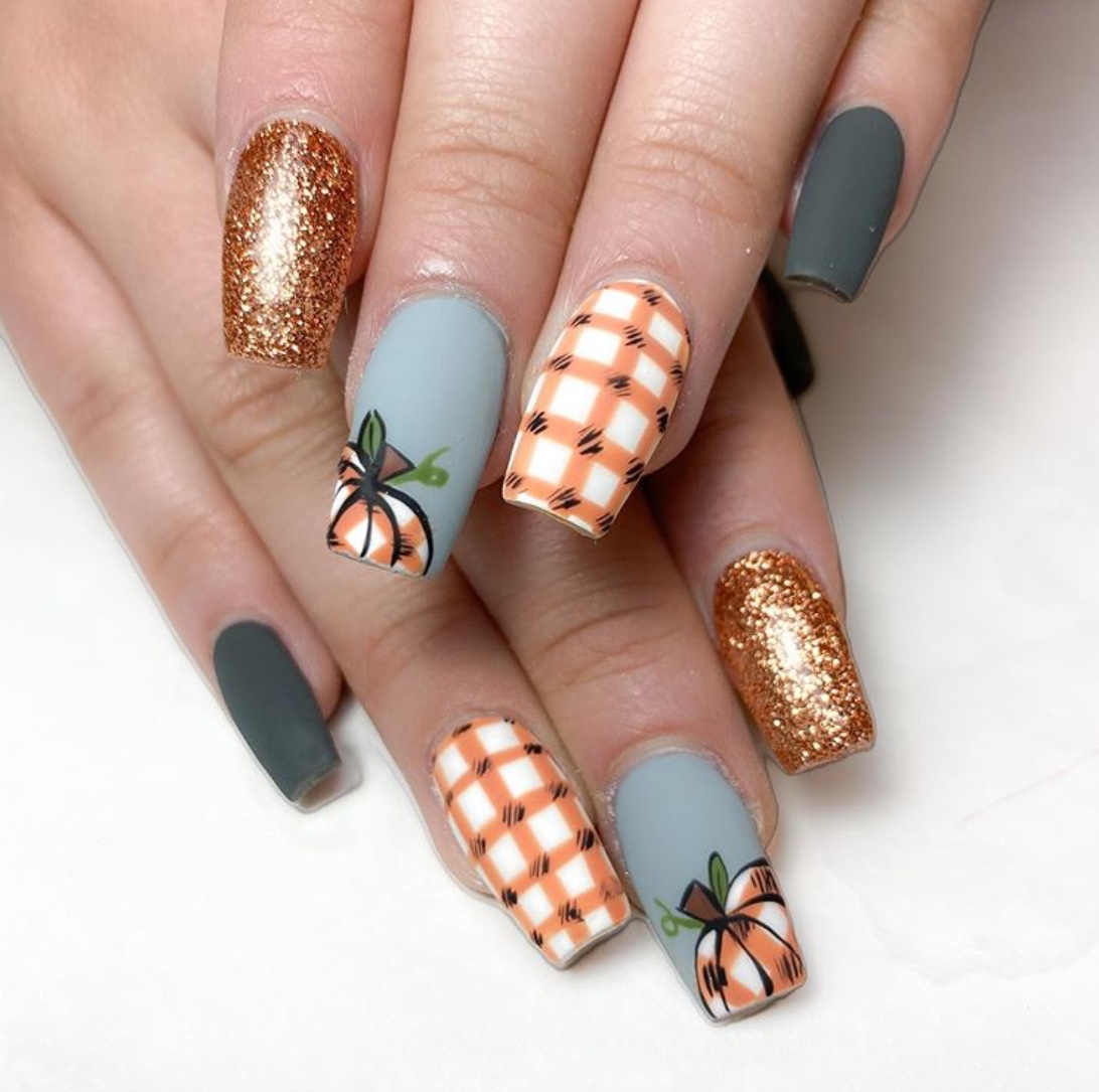 pretty halloween nail designs