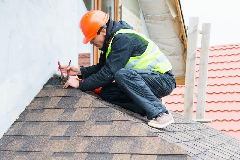roofer builder working