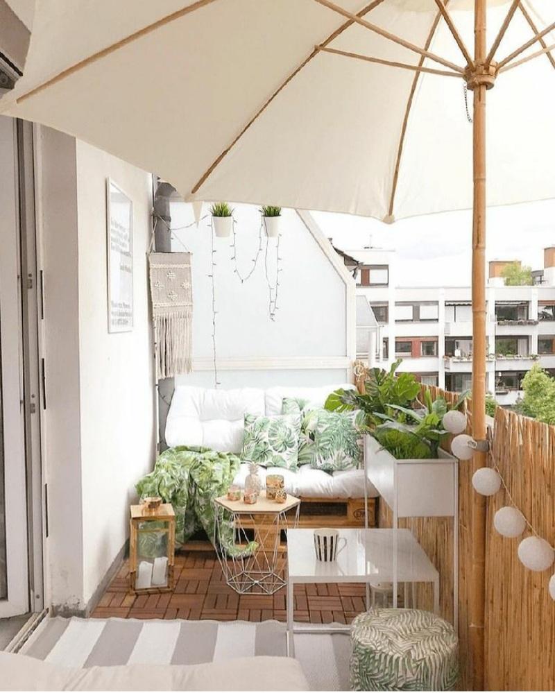 Spring balcony decor