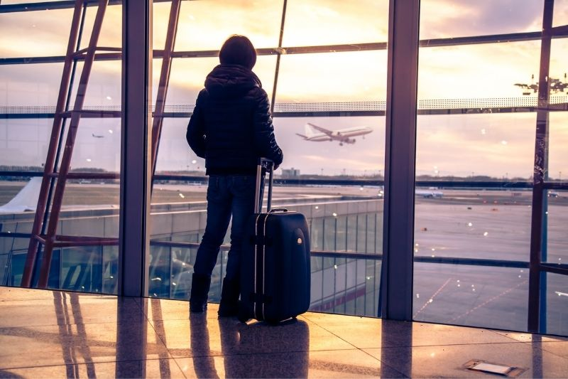 traveller silhouette at the airport - post pandemic tourism